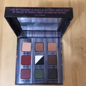 Urban Decay Troublemaker Eyeshadow Palette